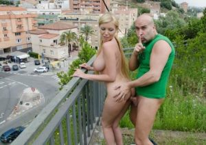 Culioneros Sexy Blonde Gets Fucked On A Bench In Public